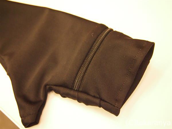 ファスナー付きポケットのついたアームカバー