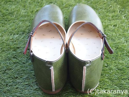 靴のかかと部分の縫い合わせが特徴的