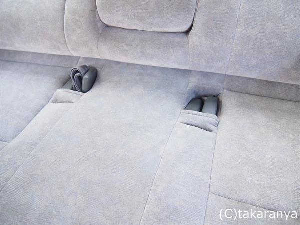 3列目座席のシートベルトを収納