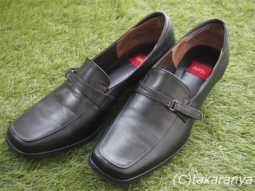 入学式のパンツスタイルに似合うとても履きやすいローファータイプのパンプス